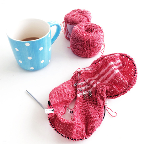 use safety pins as row counters, Knittingtherapy-blog by La Maison Rililie