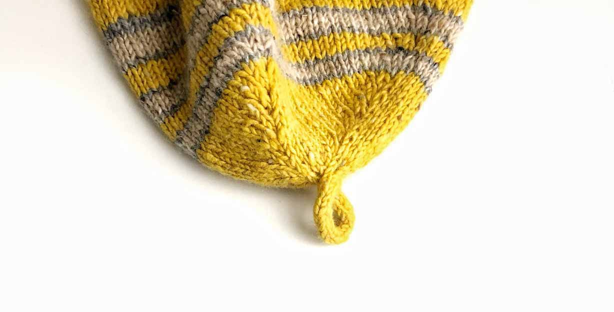 The knitted i-cord loop construction: On the knittingtherapy blog by La Maison Rililie Designs
